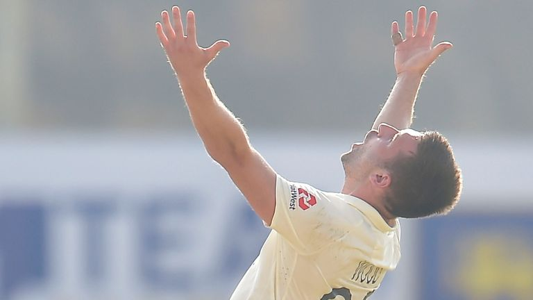 Mark Wood was rewarded for a day of toil with the wicket of Dinesh Chandimal