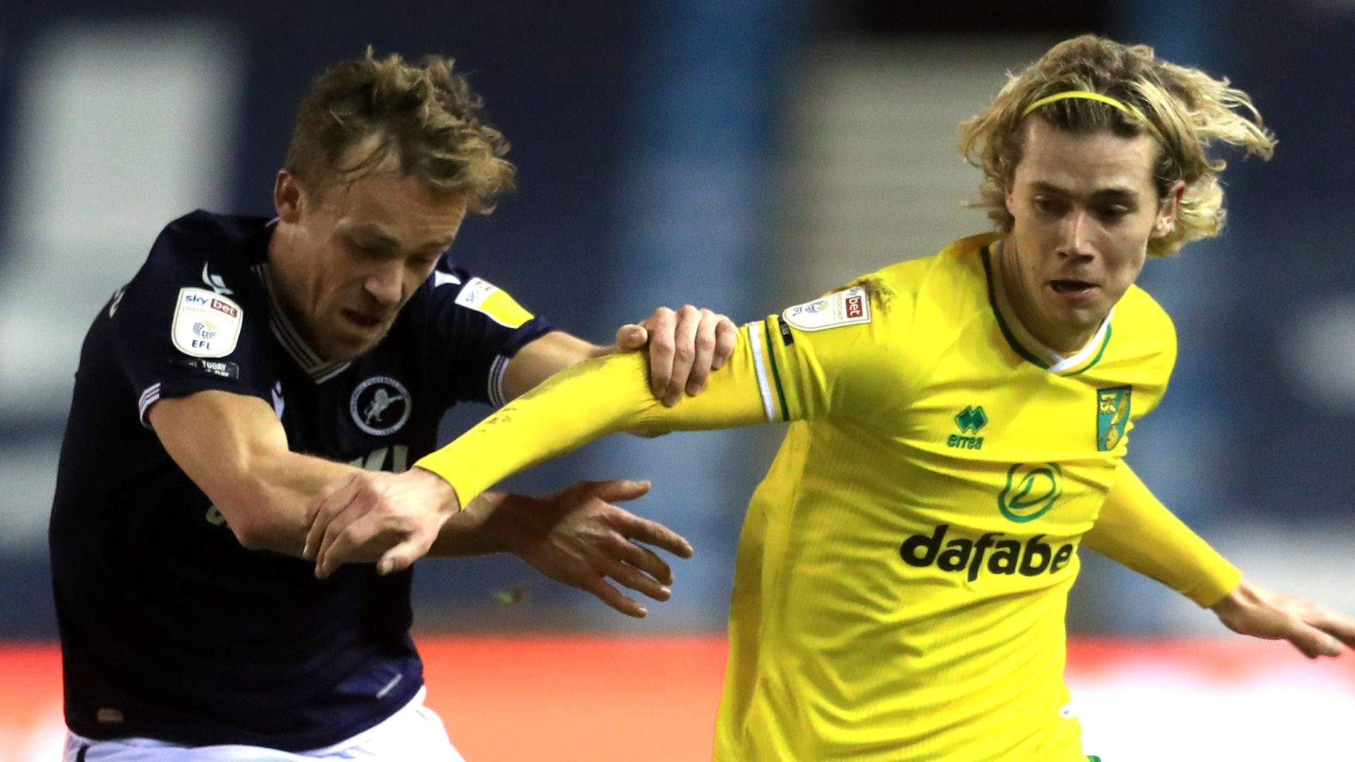 Leaders Norwich held by Millwall at The Den