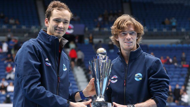 Tanto Medvedev como los campeones de la ATP Cup, Andrey Rublev, tuvieron un comienzo cómodo en Melbourne.