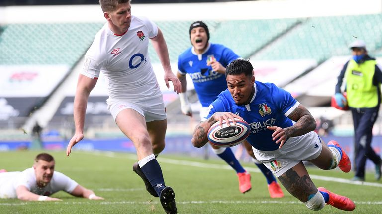 Monty Ioane beat Owen Farrell to score the game's first try
