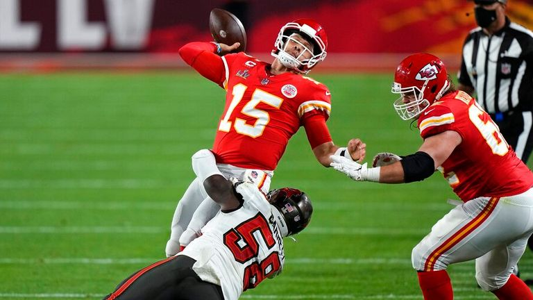 Shaquil Barrett and the rest of the Bucs put Mahomes under extreme pressure