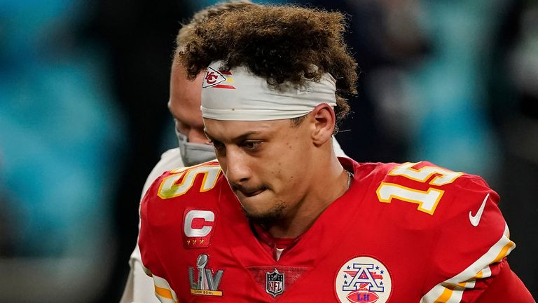 Check out a classic no-look pass by Kansas City Chiefs quarterback Patrick Mahomes during NFL Training Camp.