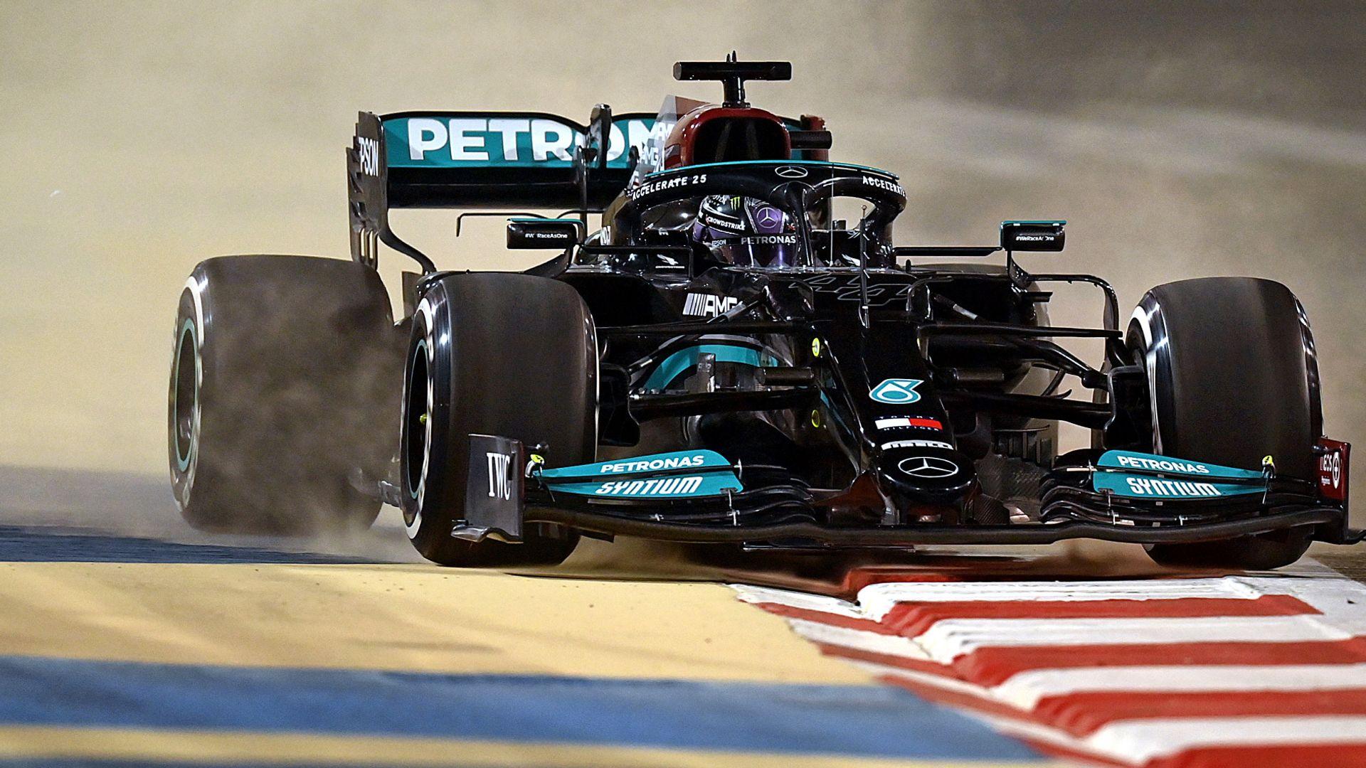 Mercedes make tough start with Red Bull, McLaren fastest