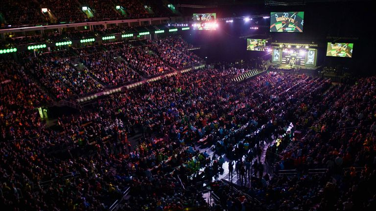 PDC ready but awaiting crowd return for Premier League Darts conclusion |  Darts News