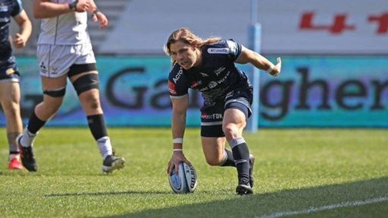 Faf de Klerk ran in the opening try of the game after seven minutes