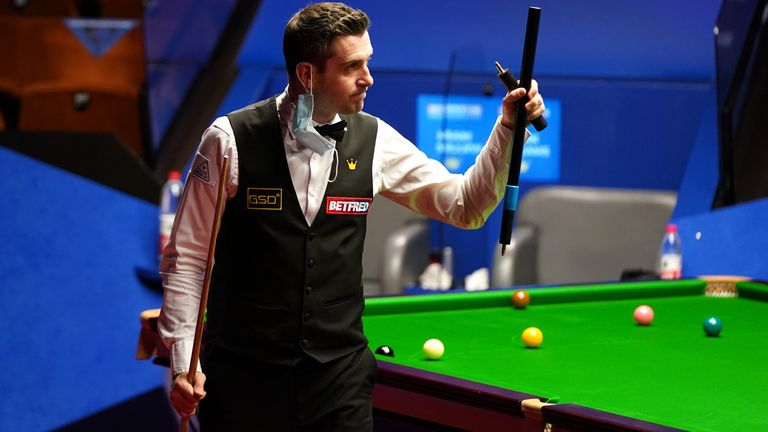 Mark Selby crushed Mark Williams to reach the last four in Sheffield