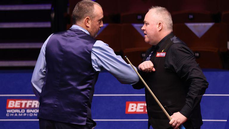 Williams (left) powered past John Higgins to reach the quarter-finals