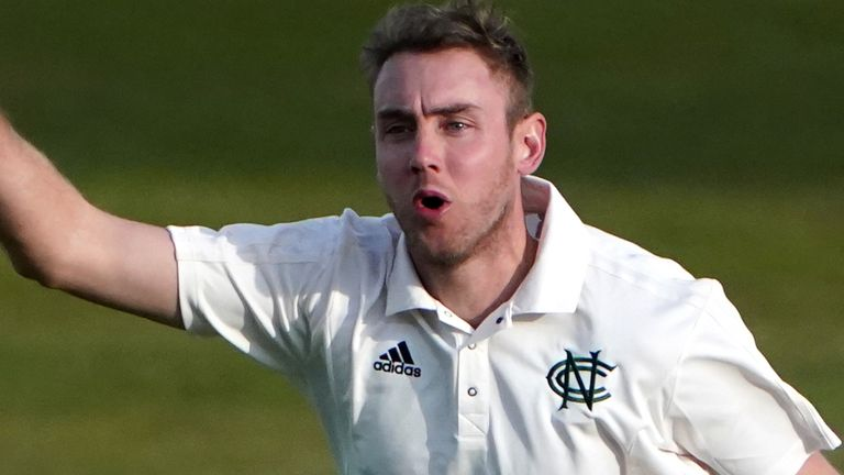 Nottinghamshire and England's Stuart Broad took three Warwickshire wickets in their first innings