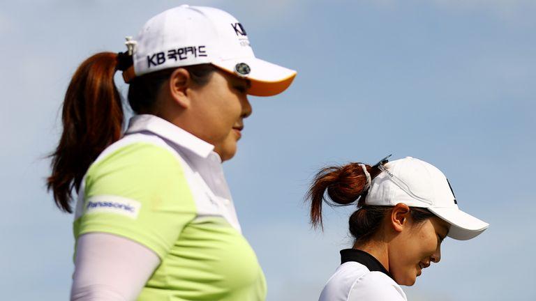 Enppi Park (izquierda) es el que está detrás de Xiyu Lin en el Campeonato Mundial Femenino de HSBC.