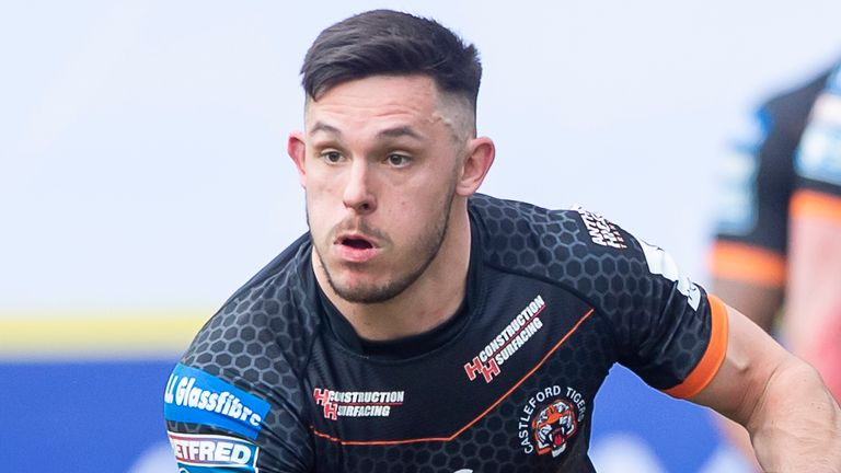 Niall Evalds will be staying with Castleford until at least the end of 2023