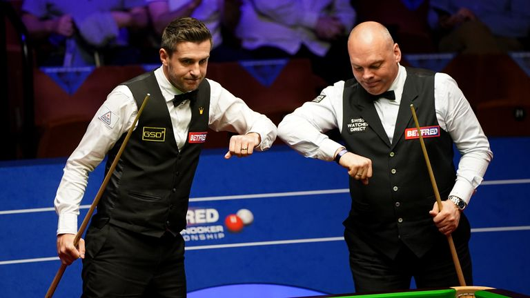 Bingham (right) leads Selby 13-11 going into Saturday's crucial afternoon session at The Crucible