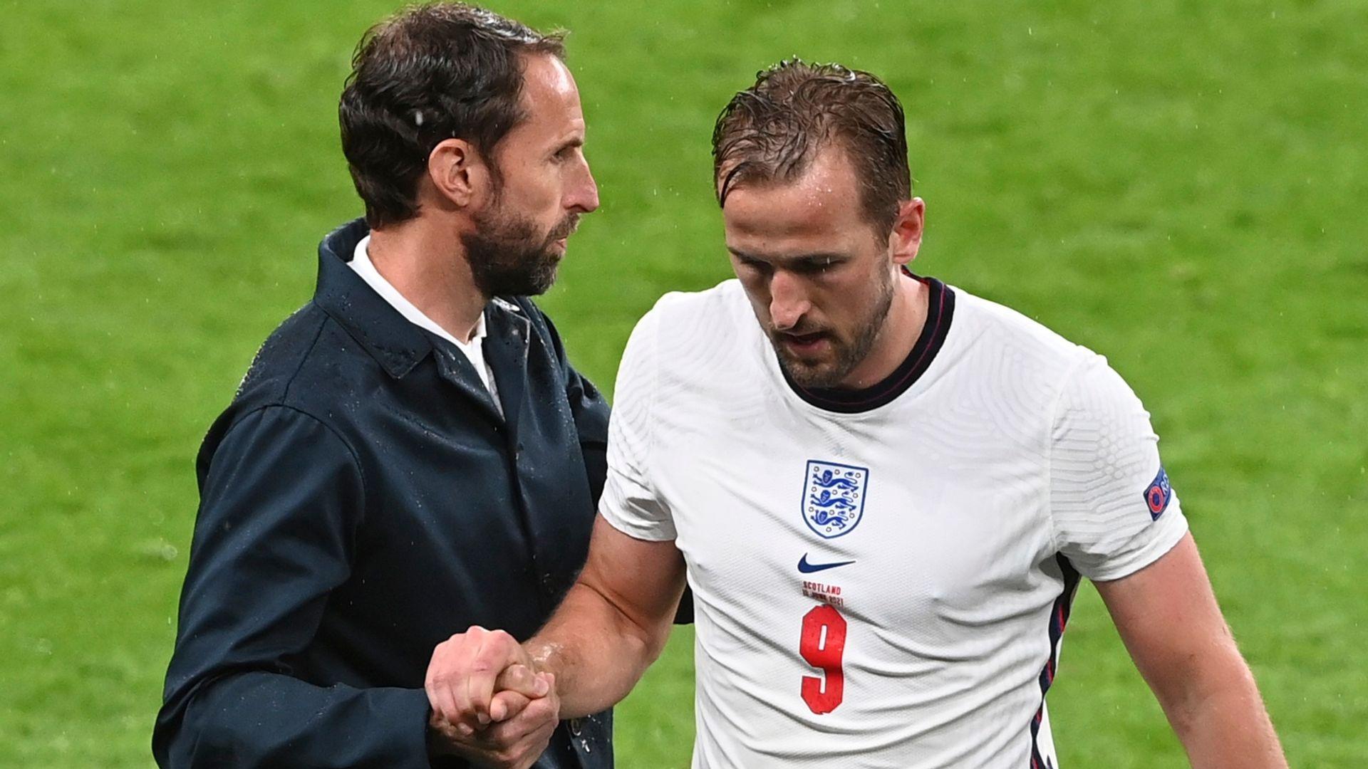 Neville: England's lack of energy hampering Kane