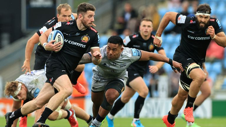 Alex Cuthbert of Exeter Chiefs evades a tackle by Manu Tuilagi to score