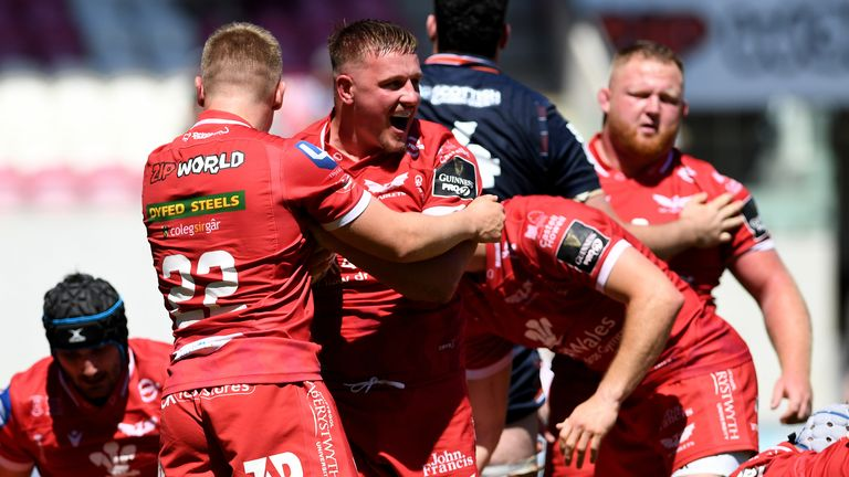 Daf Hughes celebrates a try in the Scarlets' draw with Edinburgh on Sunday