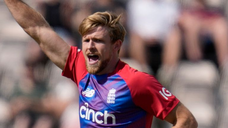 David Willey claimed 3-27 from his four overs as Sri Lanka were bowled out for 91 in 18.5 overs