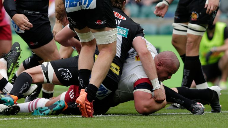 Wilco Louw brought Quins back into things with a try, despite Marcus Smith being in the sin-bin at the time