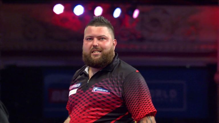 A 108 checkout enabled Smith to stay in the contest against De Sousa