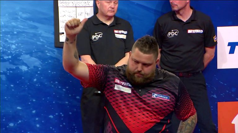 Michael Smith defeats Jose De Sousa in extra-time to reach the quarter-finals of the World Matchplay from Blackpool.