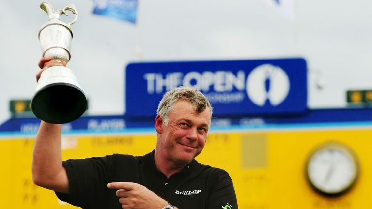 Darren Clark dengan Claret Jug setelah memenangkan The Open pada tahun 2011