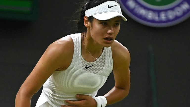 Raducanu had been noticeably struggling to breathe and, after consulting with the trainer and doctor, she took a medical timeout where it was deemed she could not continue