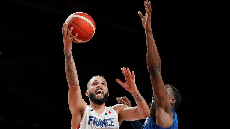 Evan Fournier lideró a Francia en anotaciones con 28 puntos