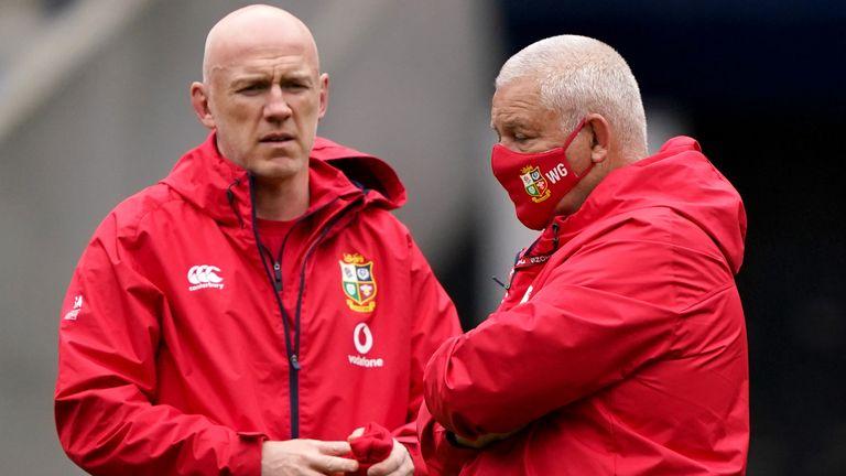 El entrenador de los Lions, Warren Gatland (derecha) y el entrenador asistente Steve Tandy