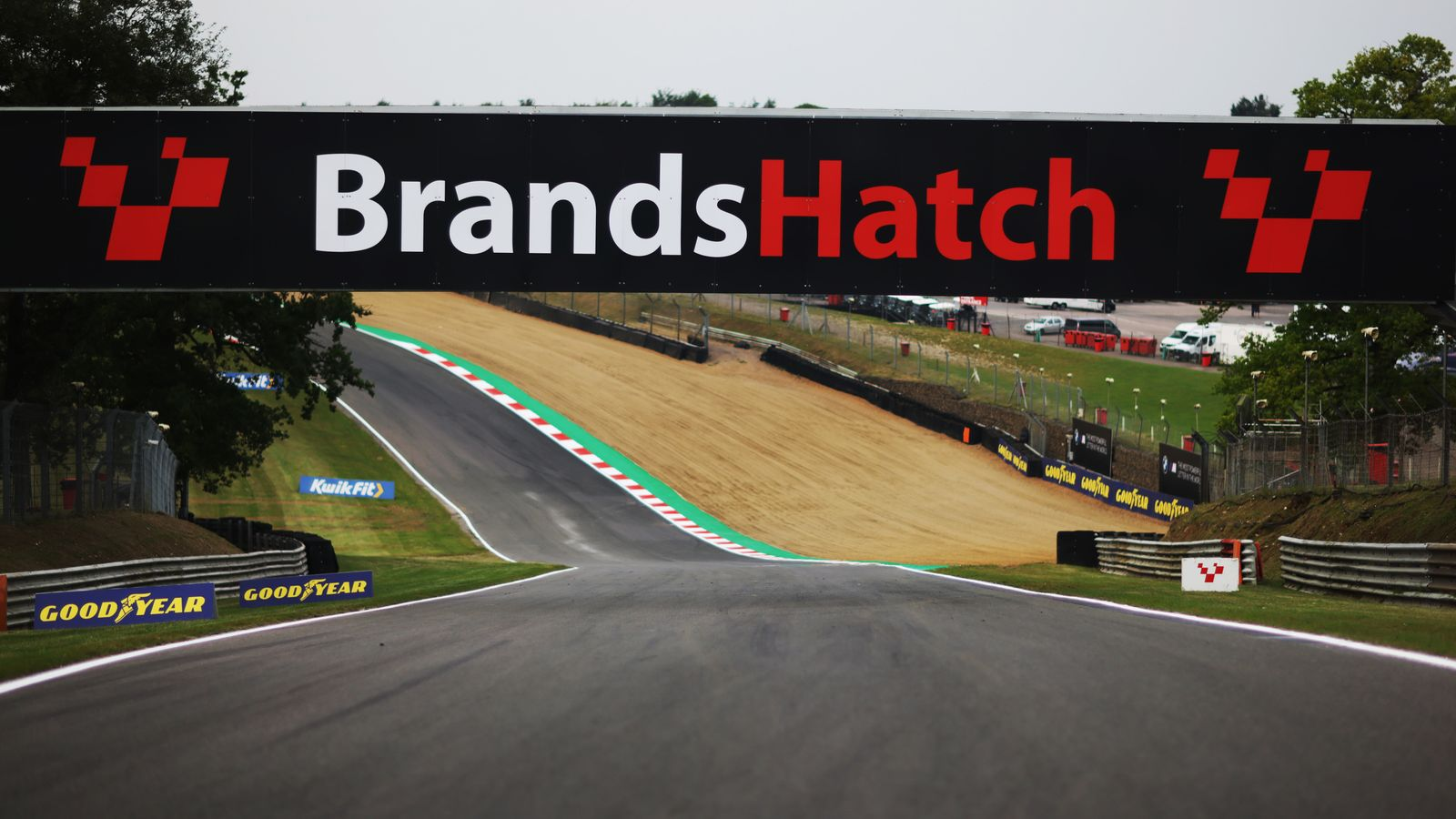 Formula 1 drivers and teams pay respects after volunteer marshal dies in Brands Hatch crash