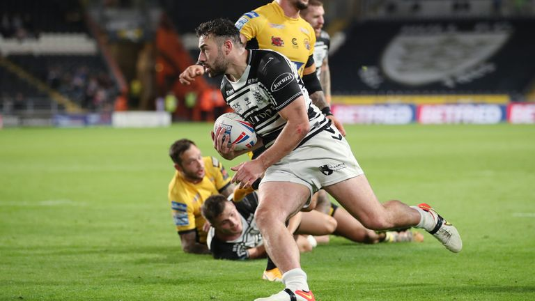 Jake Connor on his way to scoring Hull's second try