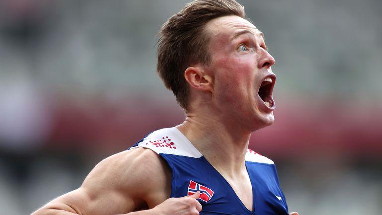 Karsten Warholm réagit après avoir remporté la finale du 400 m haies hommes