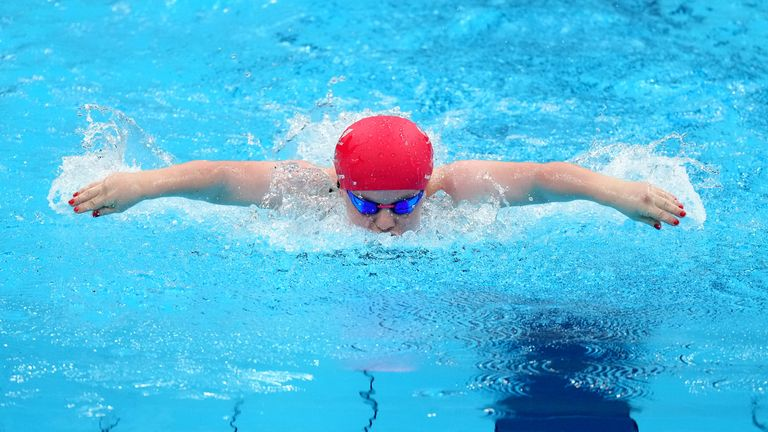 Watch Maisie Summers-Newton take gold in the SM6 200m individual medley final.(Pictures: Channel 4)