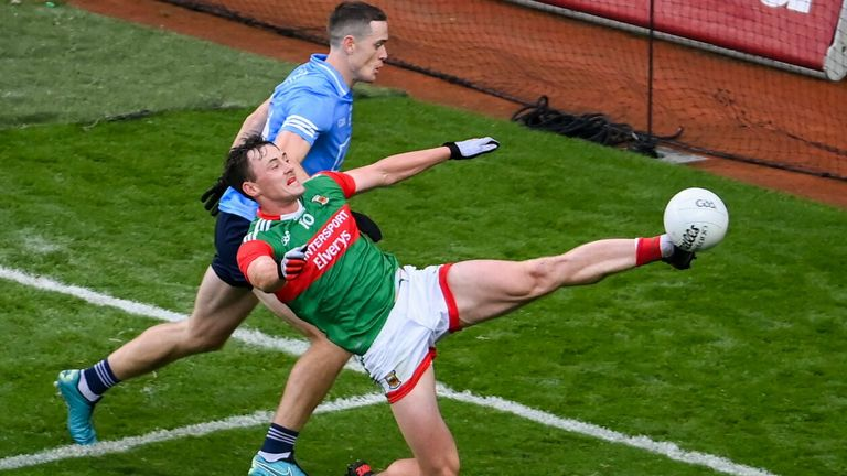 Mayo's Diarmuid O'Connor keeps the ball in play which led to a Kevin McLoughlin point