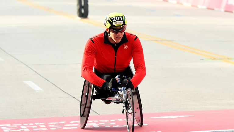 Romanchuk wins the men's wheelchair race at the Chicago Marathon in October 2019