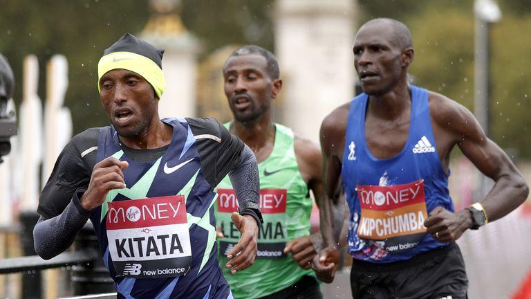 Shura Kitata in action in the  2020 London Marathon.