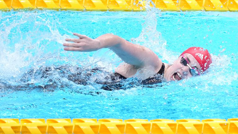 Britain's Tully Kearney smashed the world record to win the S5 100m freestyle swimming gold at the Tokyo Paralympics. (Pictures: Channel 4)
