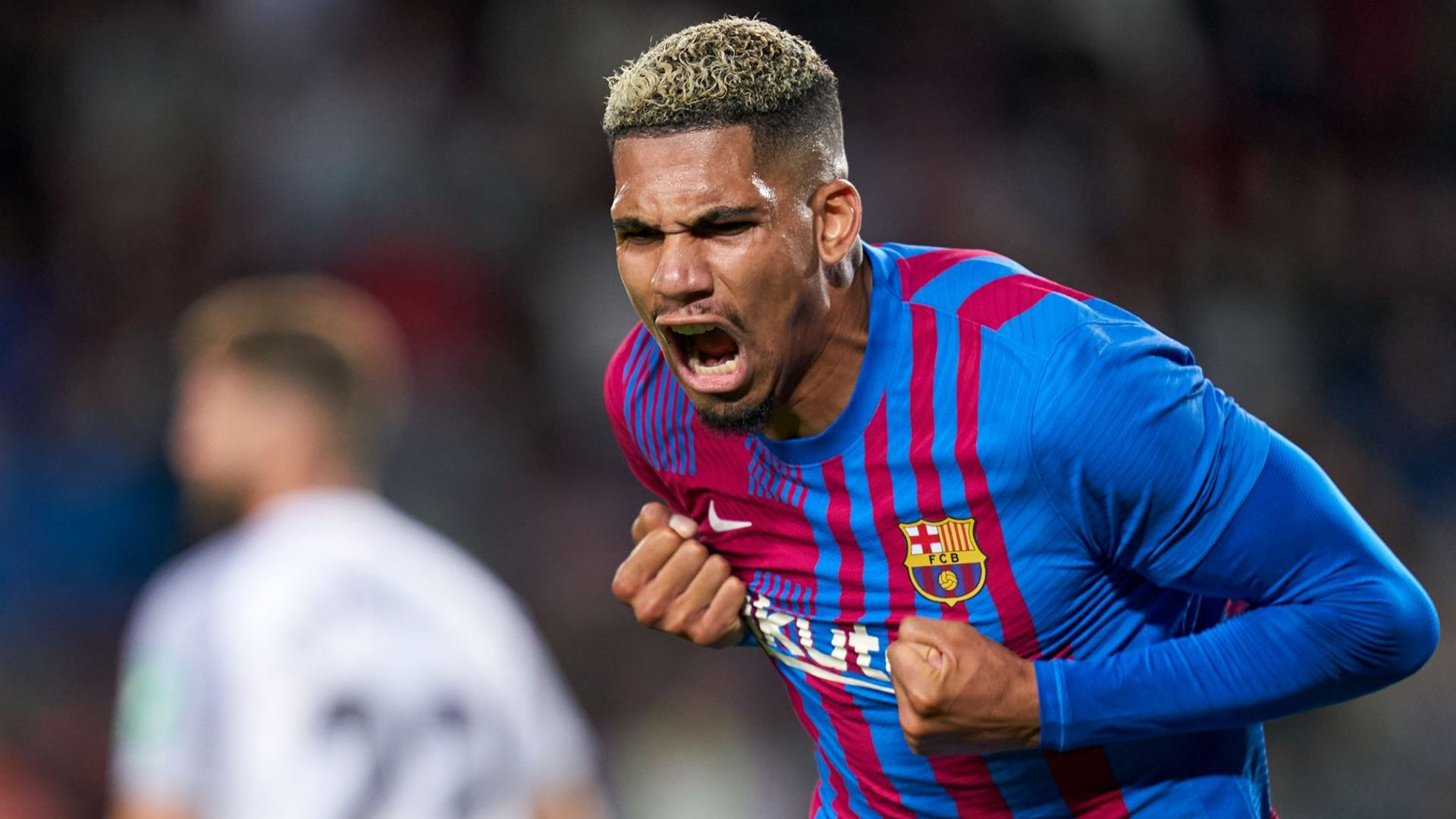 Araujo rescues a point for Barca at home to Granada