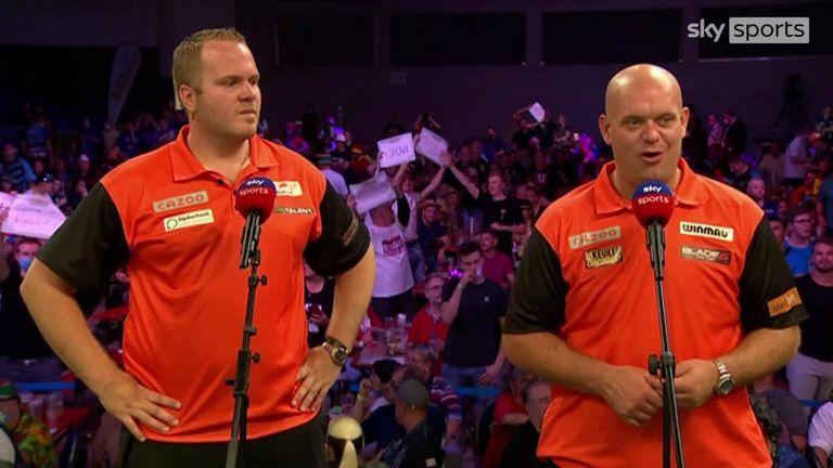 Michaelas van Gerwinas ir Dirkas van Duijvenbode pateko į pasaulio čempionato ketvirtfinalį, kai įveikė Singapūrą.