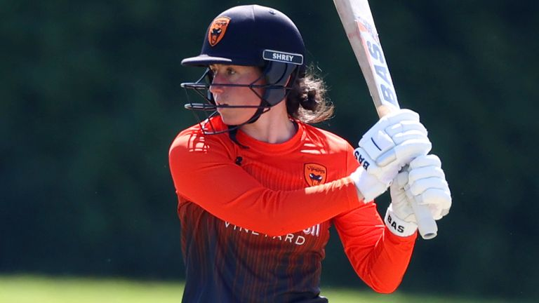 Georgia Elwiss hit a hundred and held her nerve with the ball in the final over as Southern Vipers edged Sunrisers by one run