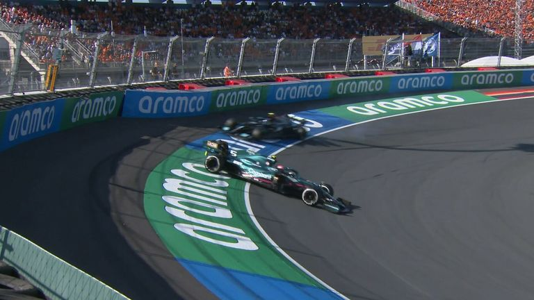 Aston Martin, yang berlari di dekat bagian belakang, melaju ke tepian - dan memaksa Valtteri Bottas berikutnya untuk mengambil tindakan mengelak!