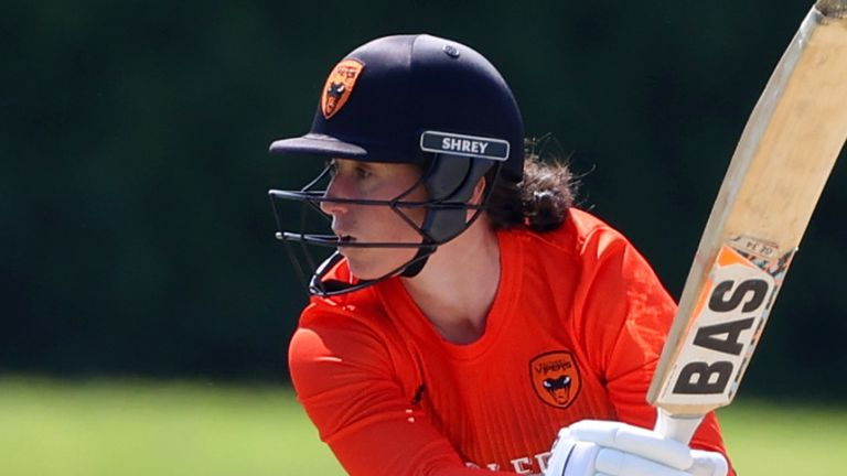 Georgia Elwiss struck an unbeaten 84 off 77 balls to steer Southern Vipers to victory and through to the final
