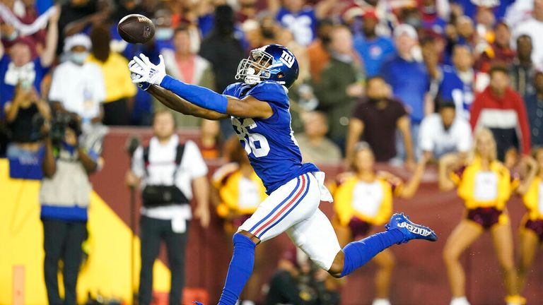 Giants wide receiver Darius Slayton drops a would-be 43-yard touchdown from quarterback Daniel Jones.