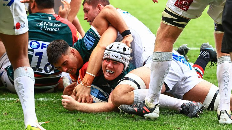 Leicester Tigers' Nic Dolly scores for the Tigers