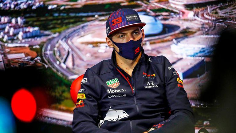 Verstappen risponde ai commenti di Hamilton secondo cui la pressione per lottare per il titolo potrebbe influire su di lui
