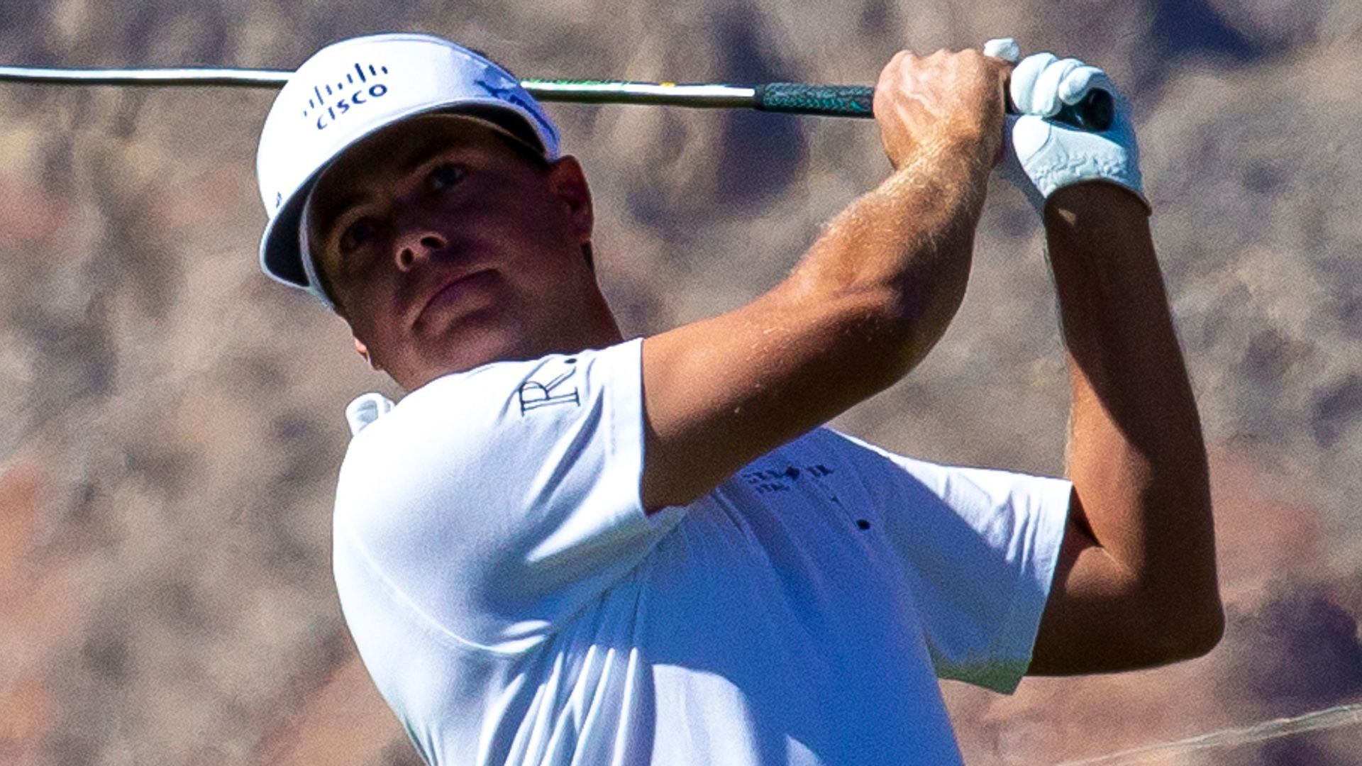 Mitchell inspired by McIlroy, storms five clear