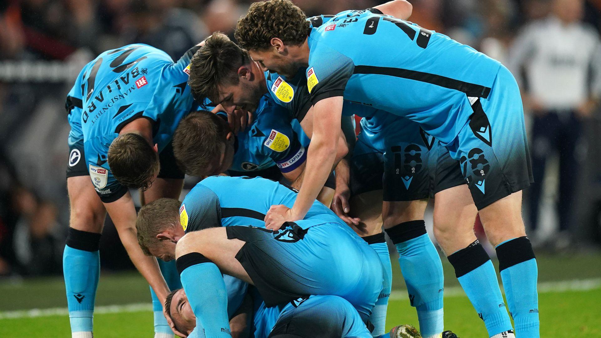 Millwall strike late to sink 10-man Sheff Utd