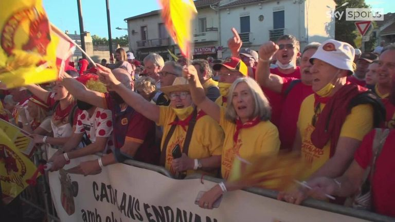 The Catalan Dragons received a hero's welcome in Perpignan before the Super League semi-final with Hull KR.
