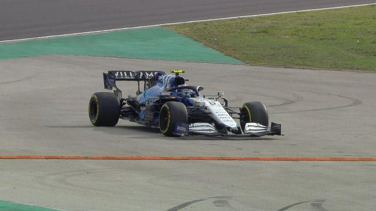 Nicholas Latifi gira en la curva nueve en Williams durante la segunda práctica antes del Gran Premio de Turquía