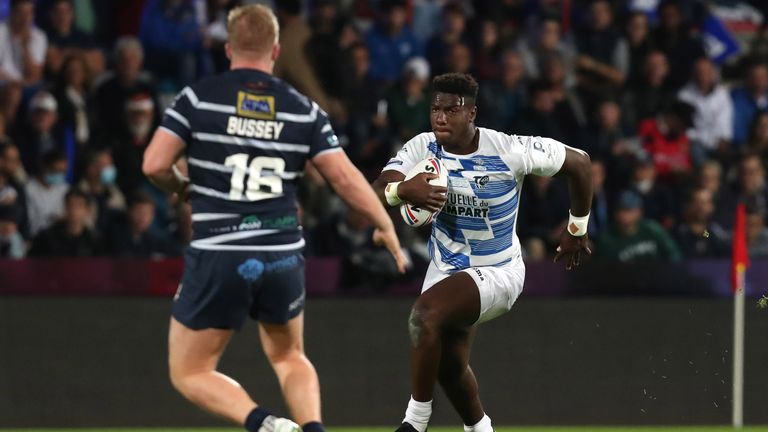 Justin Sangare takes on the Featherstone defence