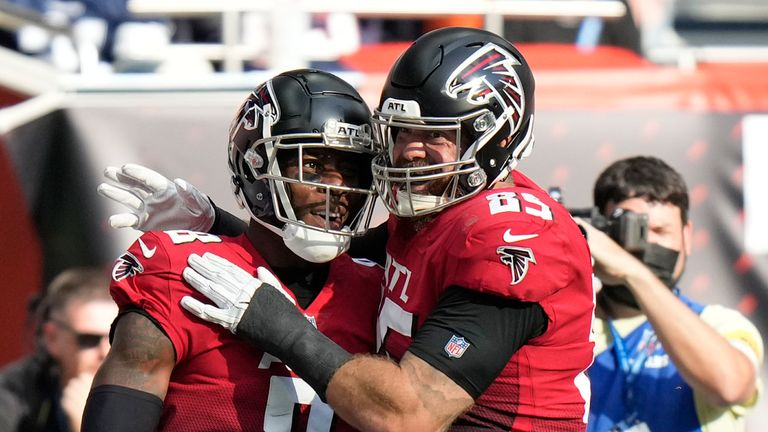 Falcons tight end Kyle Pitts (8), left, is greeted by Lee Smith (85) after scoring his first half touchdown